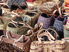 Einkaufstaschen warten darauf, gefüllt zu werden